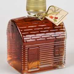maple syrup in glass log cabin bottle